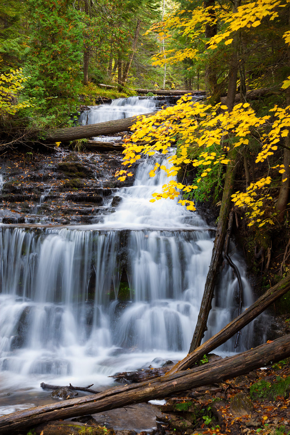 waterfall in upper peninsula michigan